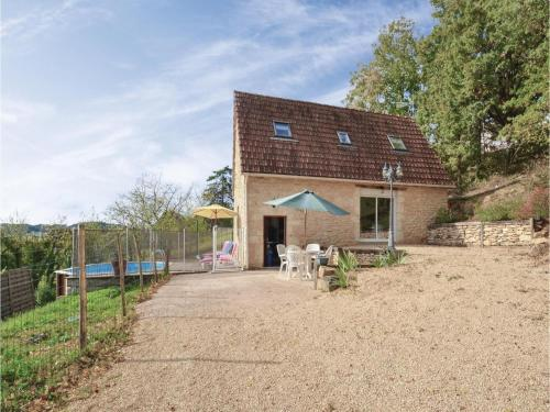 Two-Bedroom Holiday Home in Aubas : Hebergement proche de Les Farges