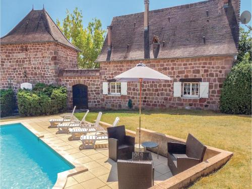 Six-Bedroom Holiday Home in Villac : Hebergement proche de Châtres