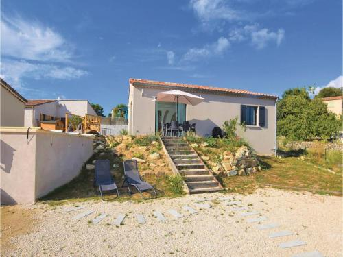 Two-Bedroom Holiday Home in Chassiers : Hebergement proche de Rocher