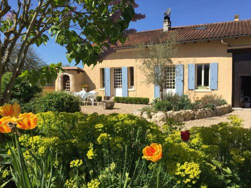 House with Terrace, Pool, Games Barn : Hebergement proche de Saint-Sulpice-de-Roumagnac