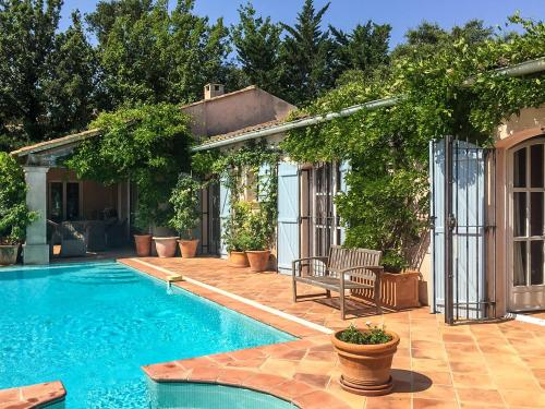 Grimaud Villa Sleeps 8 Pool Air Con WiFi : Hebergement proche de Grimaud