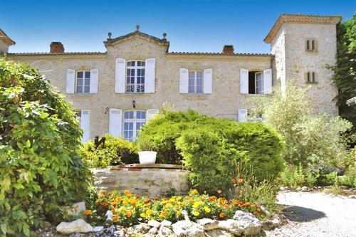 Ruffiac Chateau Sleeps 15 Pool WiFi : Hebergement proche de Saint-Martin-Curton