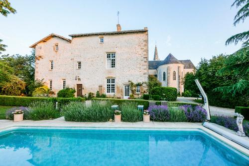 Pressigny Villa Sleeps 22 Pool WiFi : Hebergement proche de Le Chillou