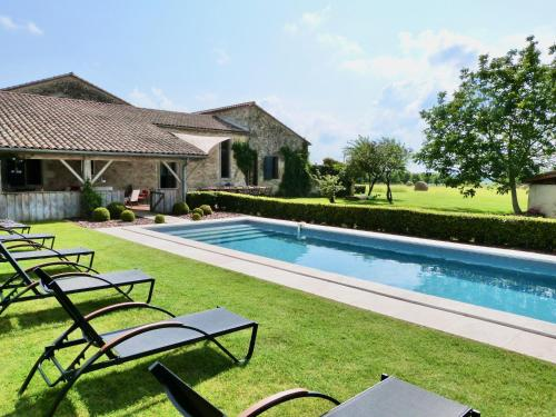 Baleyssagues Villa Sleeps 10 Pool WiFi : Hebergement proche de Duras