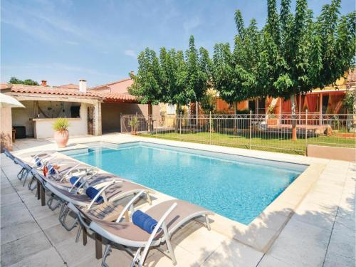 Four-Bedroom Holiday Home in Fourques : Hebergement proche de Fourques