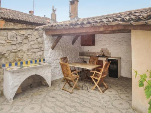 Two-Bedroom Holiday Home in Bedarieux : Hebergement proche de Carlencas-et-Levas