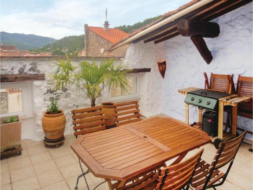 Five-Bedroom Holiday Home in Bedarieux : Hebergement proche de Carlencas-et-Levas