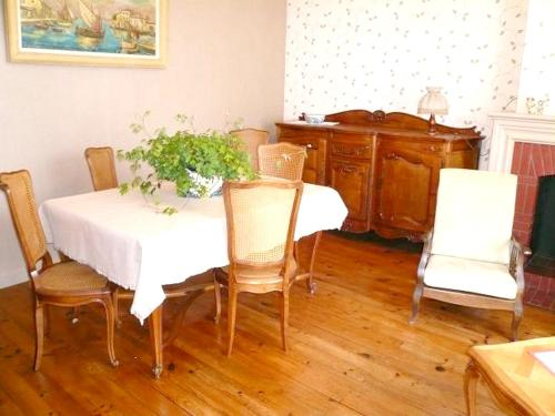 Holiday home Rue Paul Bert : Hebergement proche de Saint-Magne-de-Castillon