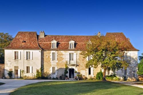 Martigue Chateau Sleeps 14 Pool WiFi : Hebergement proche de Fouleix