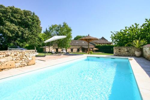 Monsac Villa Sleeps 9 Pool Air Con WiFi : Hebergement proche de FAUX
