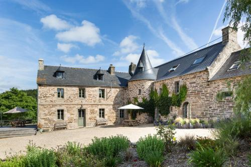 Saint-Meen-le-Grand Chateau Sleeps 15 Pool Air Con : Hebergement proche de Plouégat-Moysan