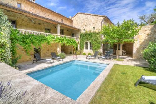 Bourdic Villa Sleeps 12 Pool Air Con WiFi : Hebergement proche d'Aubussargues