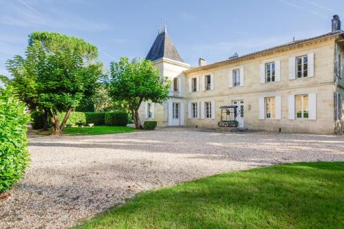 Lagorce Chateau Sleeps 20 Pool WiFi : Hebergement proche de Chamadelle