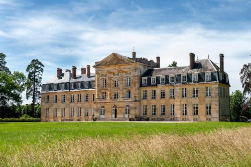 Courtomer Chateau Sleeps 15 WiFi : Hebergement proche de Sainte-Gauburge-Sainte-Colombe