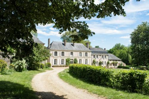 Avoise Chateau Sleeps 14 Pool WiFi : Hebergement proche de Vion