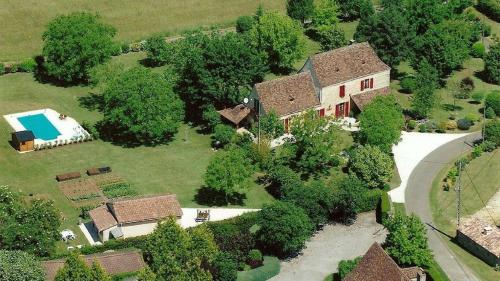Nadaillac-de-Rouge Villa Sleeps 8 Pool Air Con WiFi : Hebergement proche de Lamothe-Fénelon