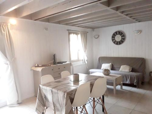 Holiday home Cremanville : Hebergement proche d'Ablon