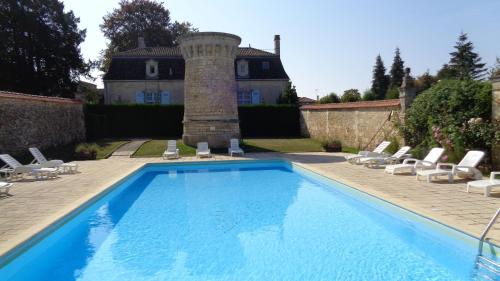 Chateau De Charras Appartment : Appartement proche de Grassac