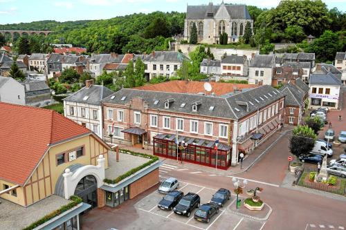 Hotel & Restaurant Le Cardinal : Hotel proche d'Offoy