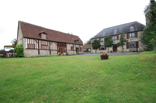 B&B La Difference Le Pressoir : Chambres d'hotes/B&B proche de Saint-Georges-de-Rouelley
