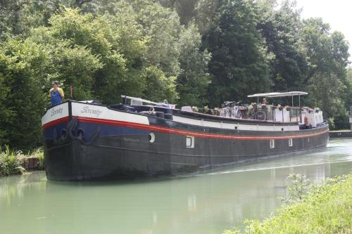 Serenity Barge : Chambres d'hotes/B&B proche de Mailly-Champagne