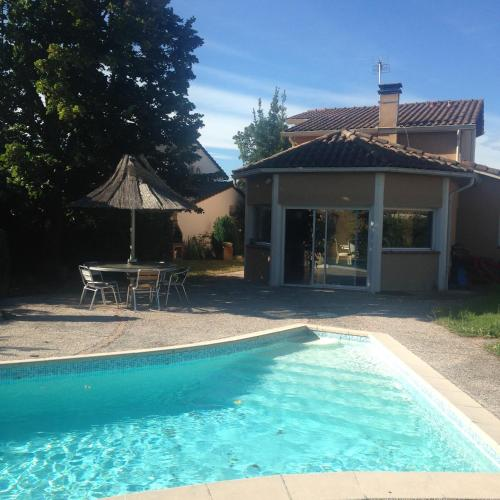 Villa Toulouse with Swimming Pool : Hebergement proche de Fonbeauzard