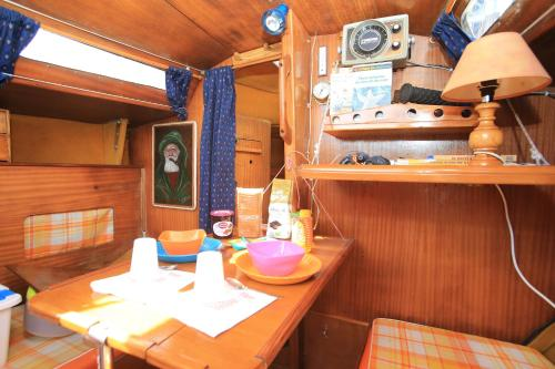 Bed on Boat : Hebergement proche de Pouldergat
