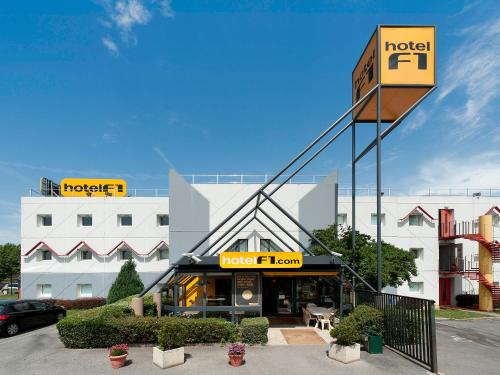 hotelF1 Valenciennes Douchy les Mines : Hotel proche d'Avesnes-le-Sec
