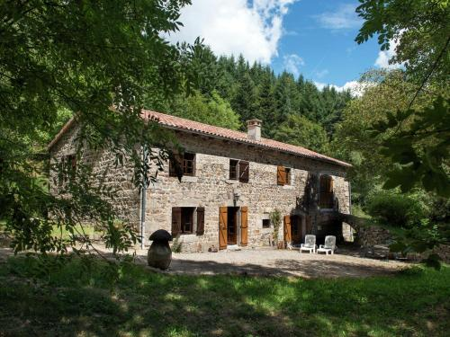 A Beautiful Stone farmhouse : Hebergement proche de Lafarre